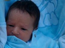 Придържане на главичката на бебето